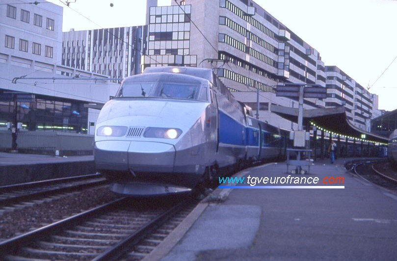 pictures of high speed trains the tgv sud est train. Black Bedroom Furniture Sets. Home Design Ideas